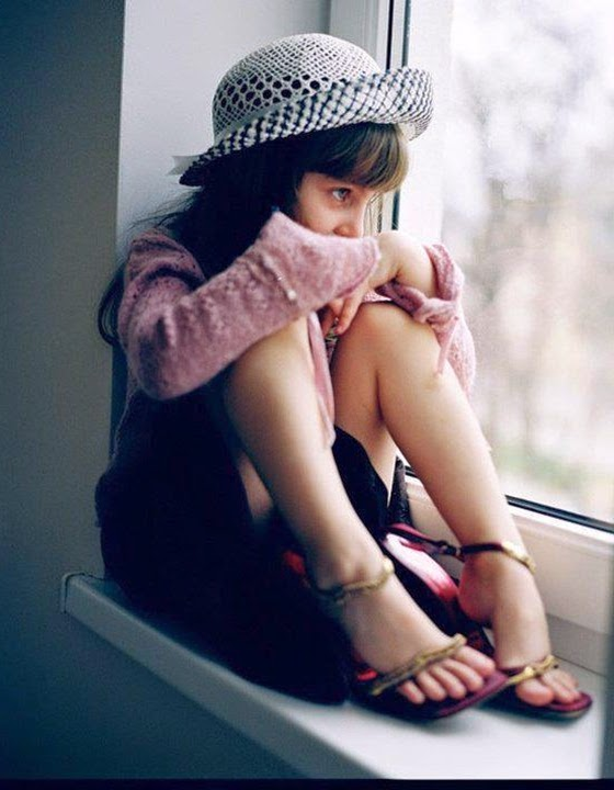 Sad And Alone WhatsApp Dp For Girls