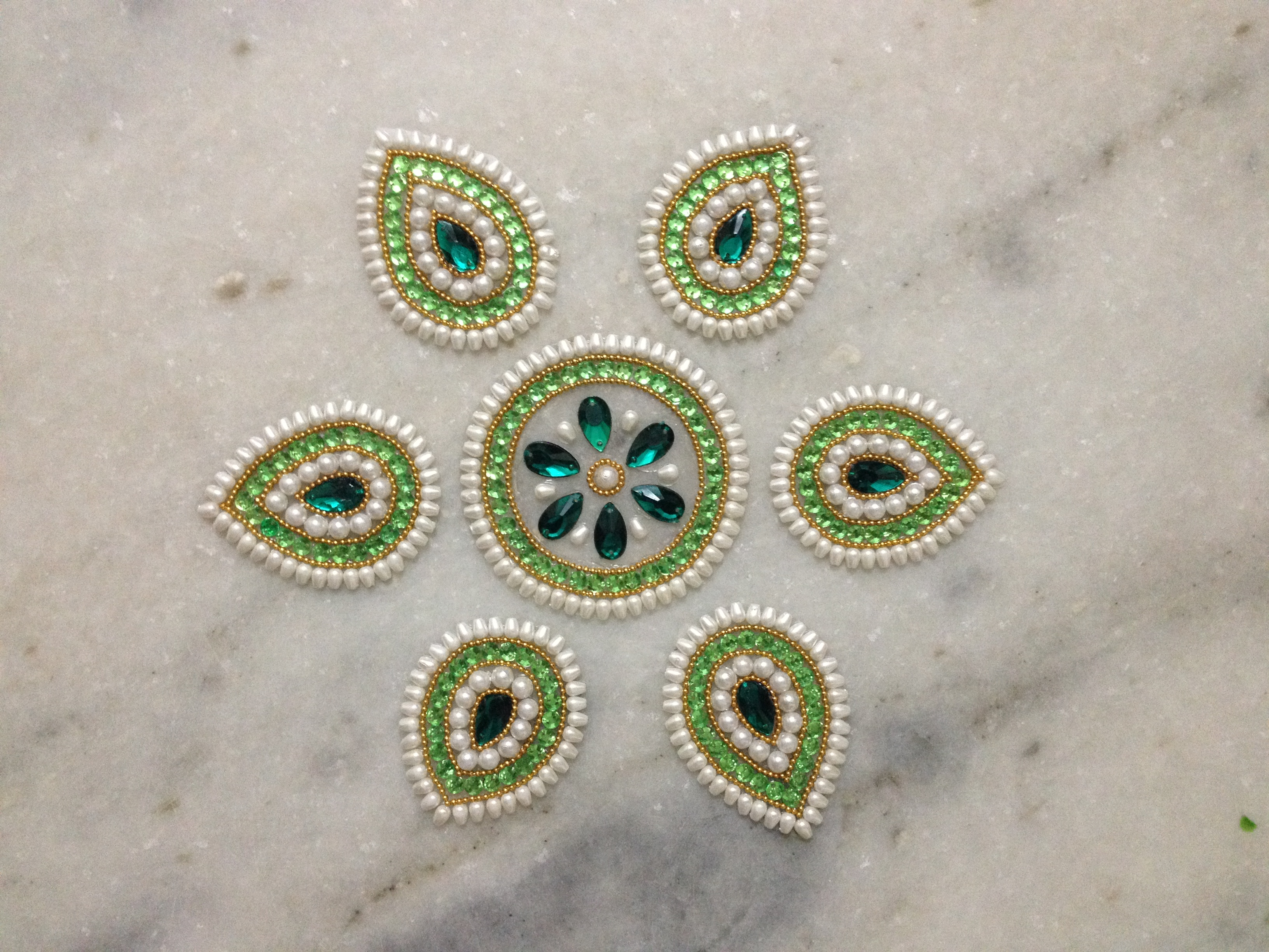 Top 25 new kundan floor rangoli design images collection for Floor rangoli design