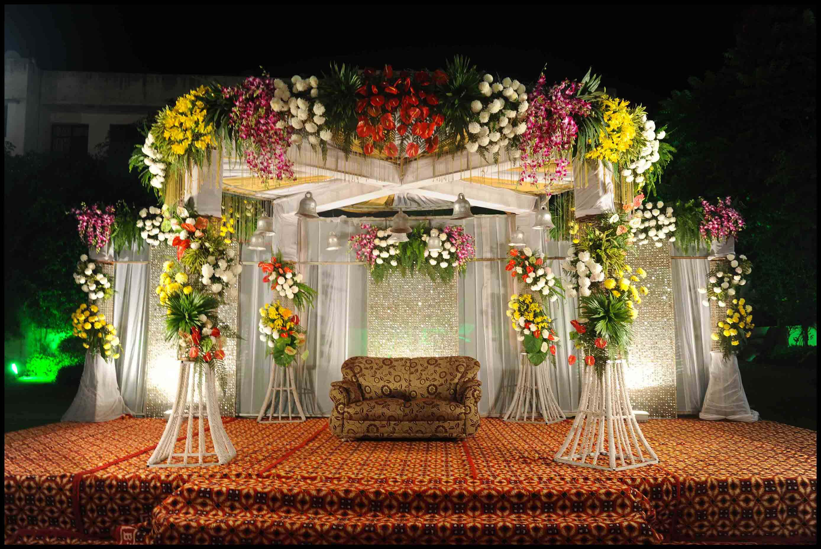wedding-stage-decoration-with-flowers