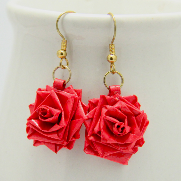 Latest beautiful easy paper quilling jewellery designs for Simple designs on paper