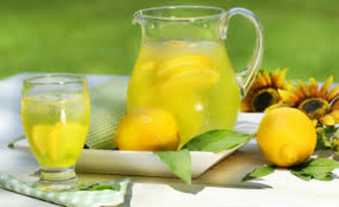 Lemon juice Home Remedies To Treat Dandruff How To Stop Dandruff Through Home Remedies remedies to get rid off from dandruff.