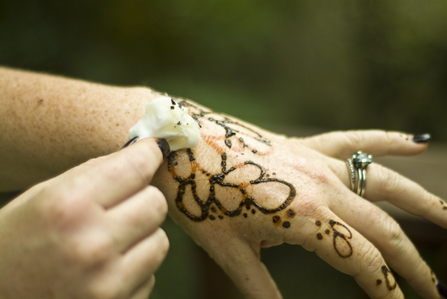 how to get rid of mehndi color