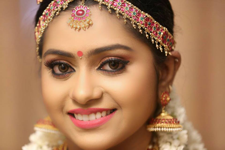 perfect south indian bridal make up - Asian Wedding Maroon 5