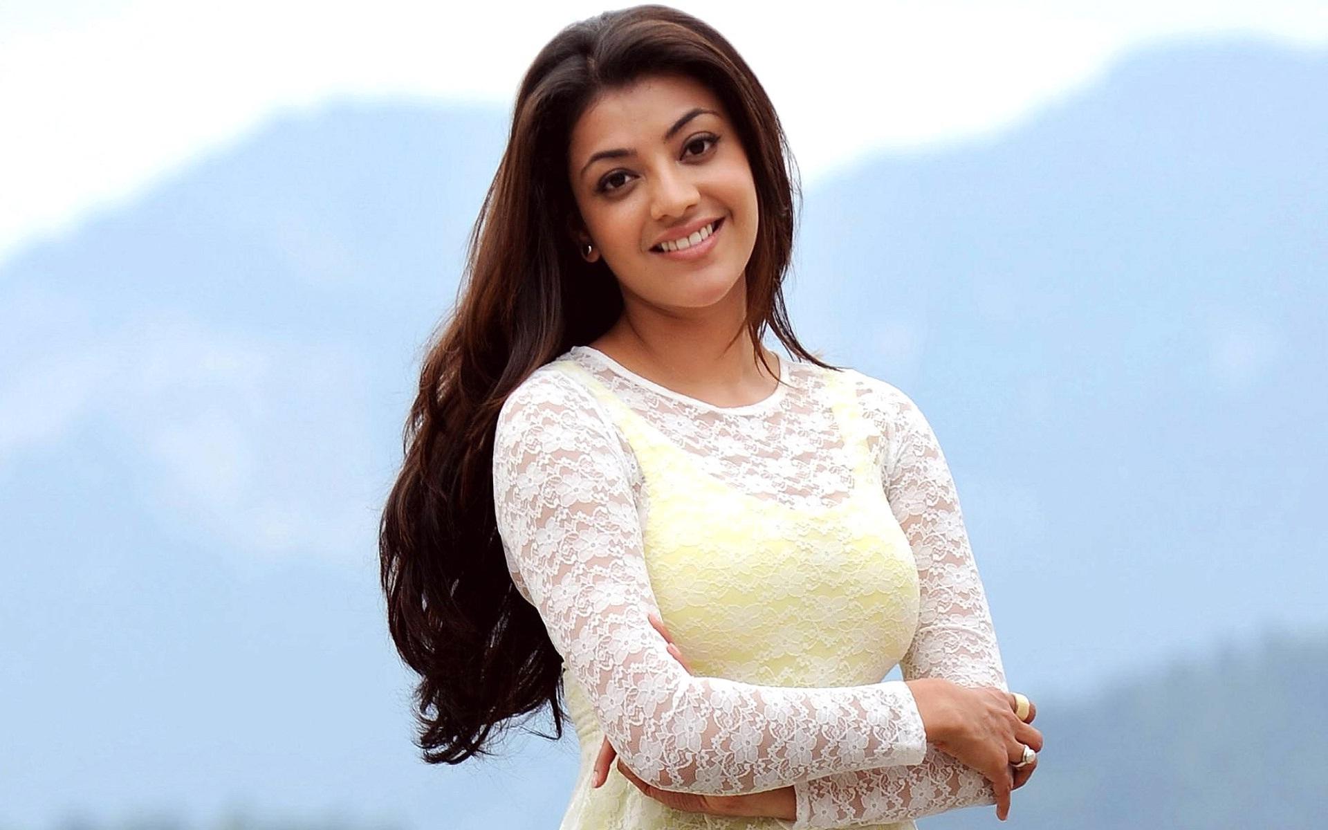 kajal agrawal smiling wallpapers