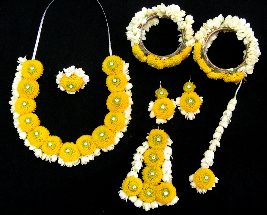 floral jewellery for mehndi