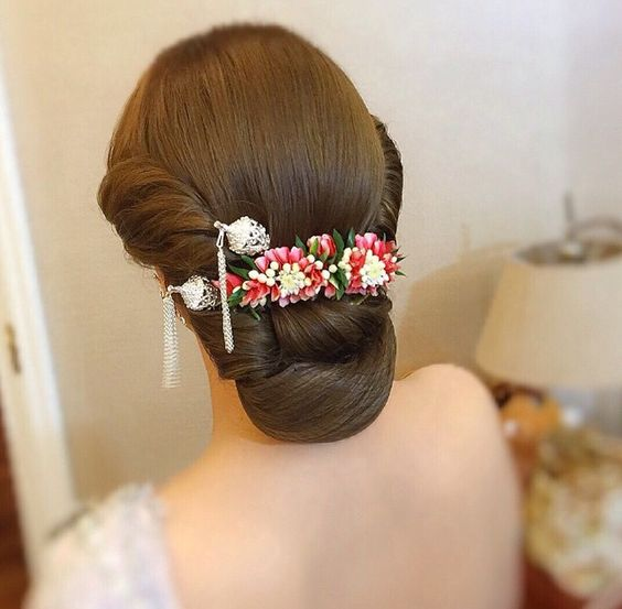 bun hairstyles for lehenga